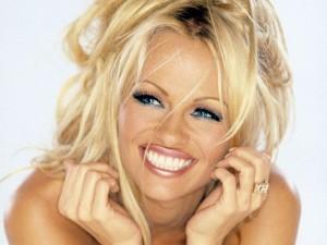 accouchement Pamela Anderson