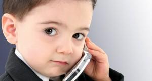 enfant accro au téléphone