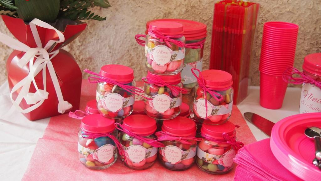 diy des petits pots de bonbons pour les invit s dr les de mums. Black Bedroom Furniture Sets. Home Design Ideas