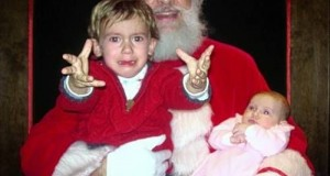 14-Images-Of-Santa-Claus-Terrifying-Kids-2