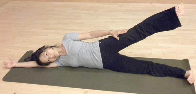 pilates-side-kick