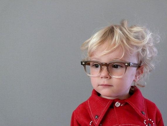 enfant-porte-lunettes