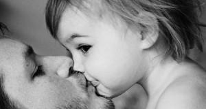 embrasser-enfant-bouche