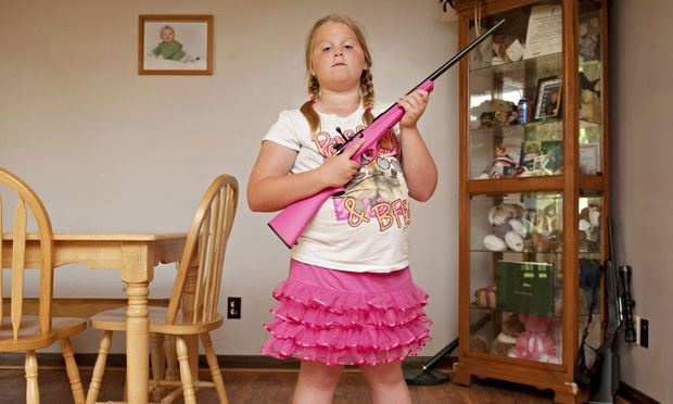un vrai fusil en cadeau d 39 anniversaire pour les enfants dr les de mums. Black Bedroom Furniture Sets. Home Design Ideas