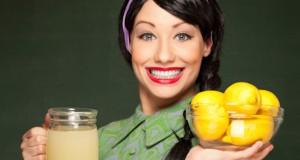 Retro housewife with freshly made lemonade