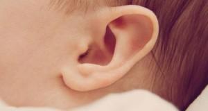 nettoyer-oreilles-bebe