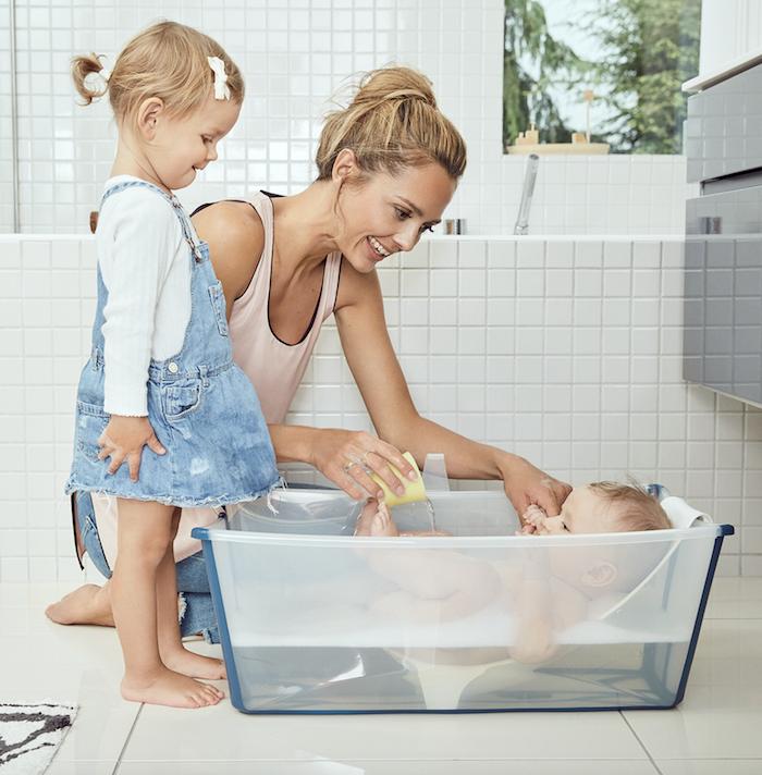 comment bien choisir la baignoire de b b dr les de mums. Black Bedroom Furniture Sets. Home Design Ideas