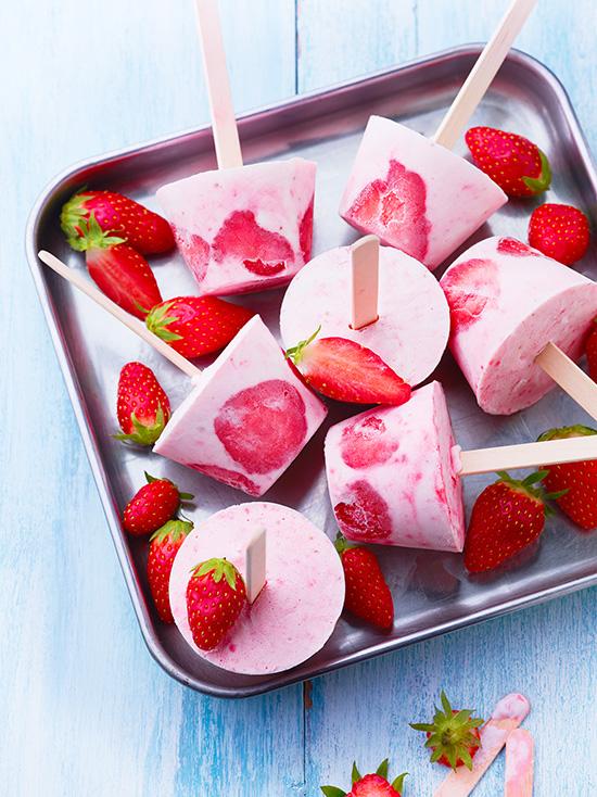 comment faire une glace la fraise sans sorbeti re. Black Bedroom Furniture Sets. Home Design Ideas