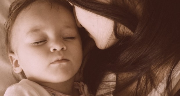 mother-and-baby-sleeping_t20_ae1nk1